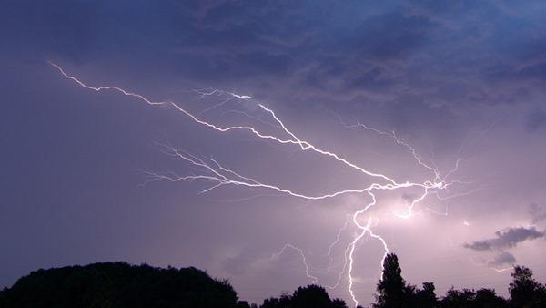 lightning sucks