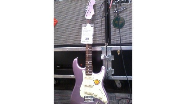 Squier Classic Vibe '60s Stratocaster in Burgundy Mist