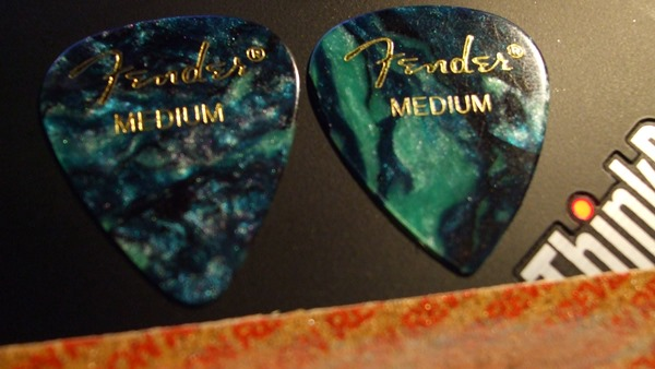 Fender 351 Celluloid picks in Ocean Turquoise